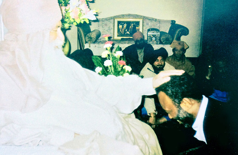 Baba Virsa Singh blessing Dr. Levry in India